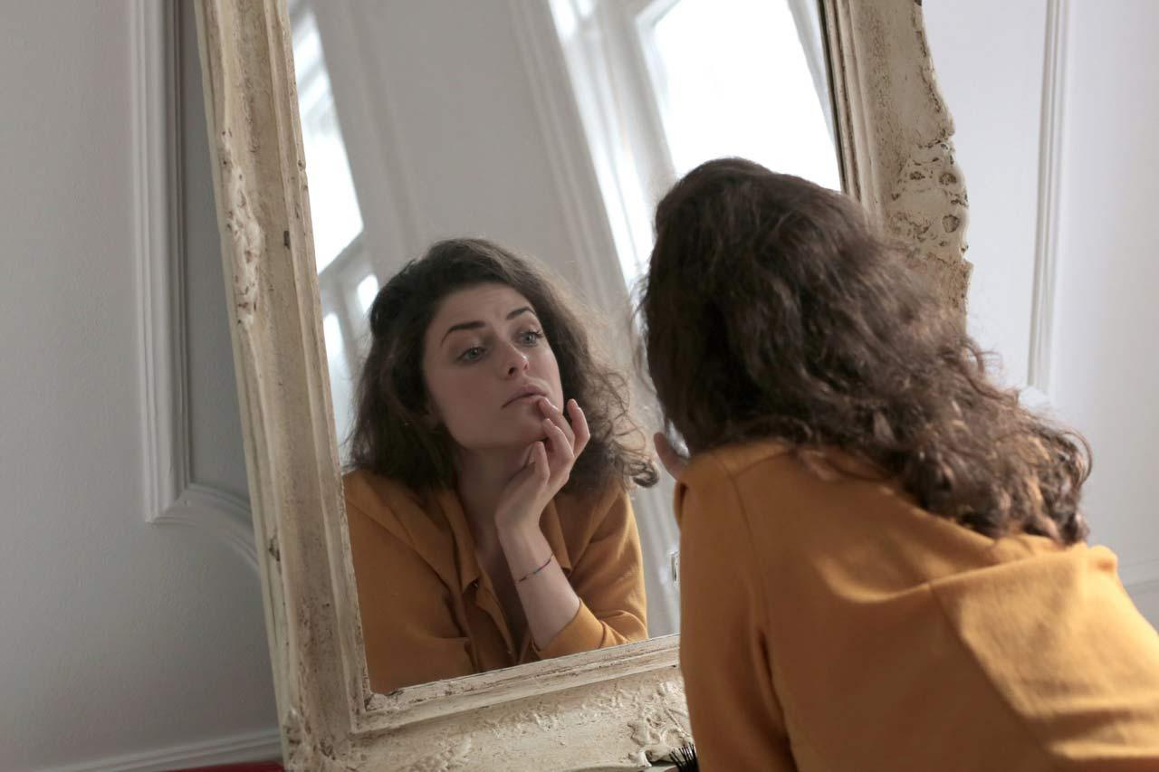 jeune fille miroir